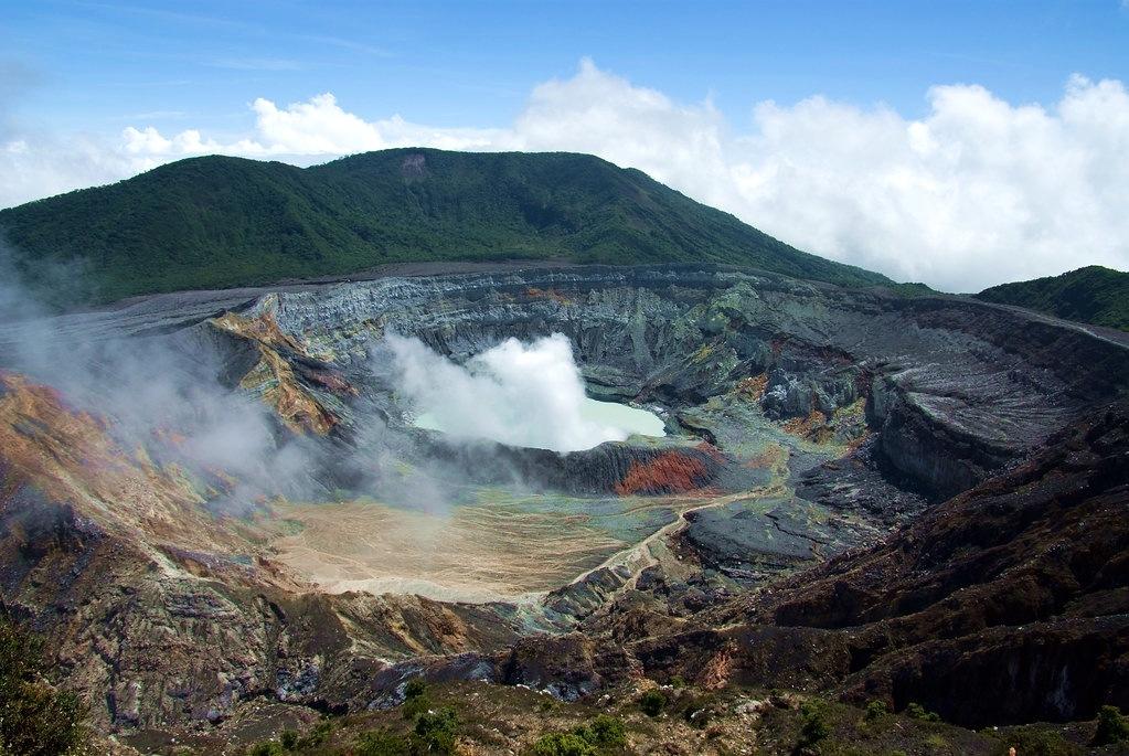 Poas cratère volcan Costa Rica Vallée centrale
